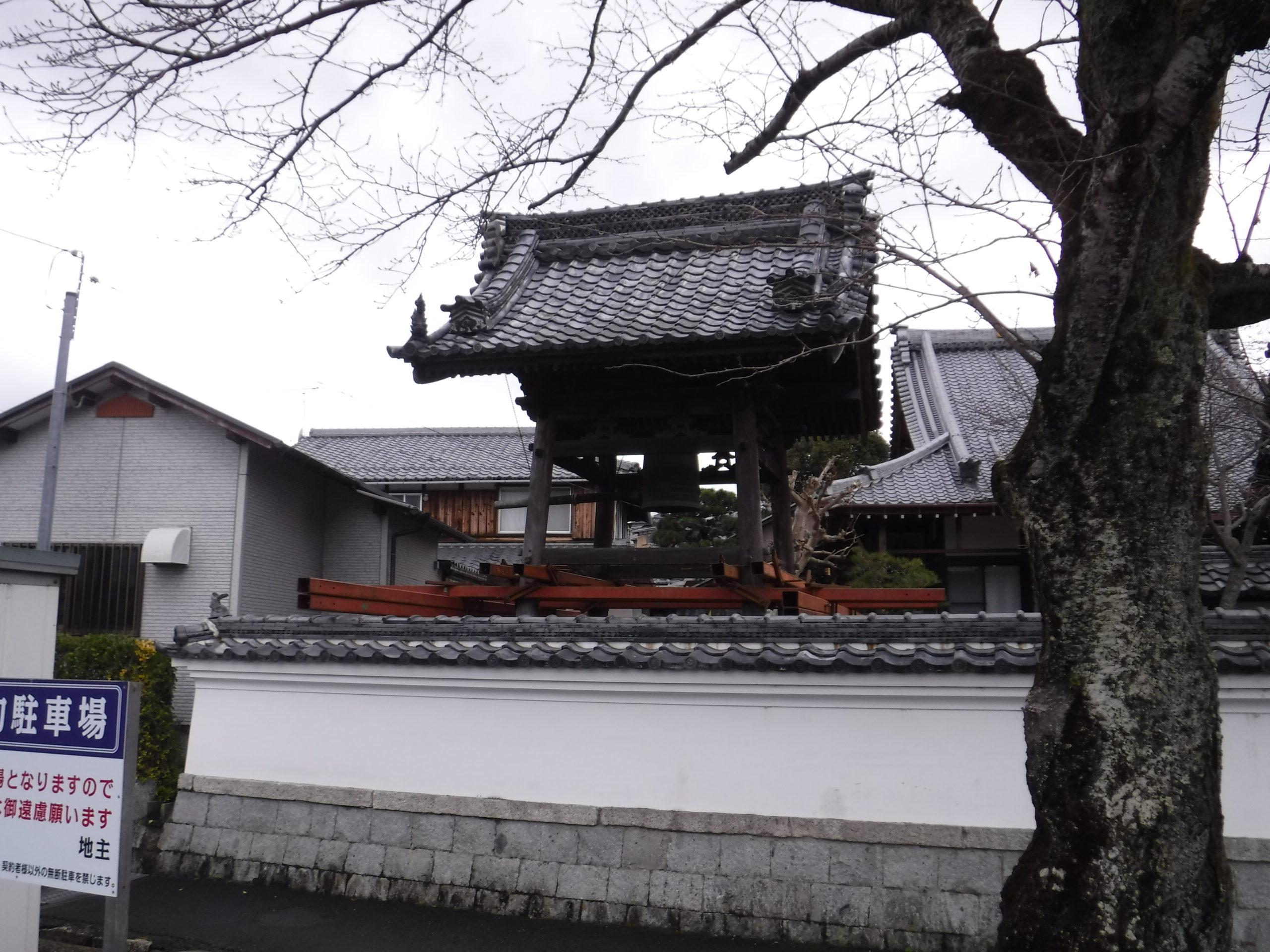 滋賀県大津市の寿命寺様 鐘楼堂
