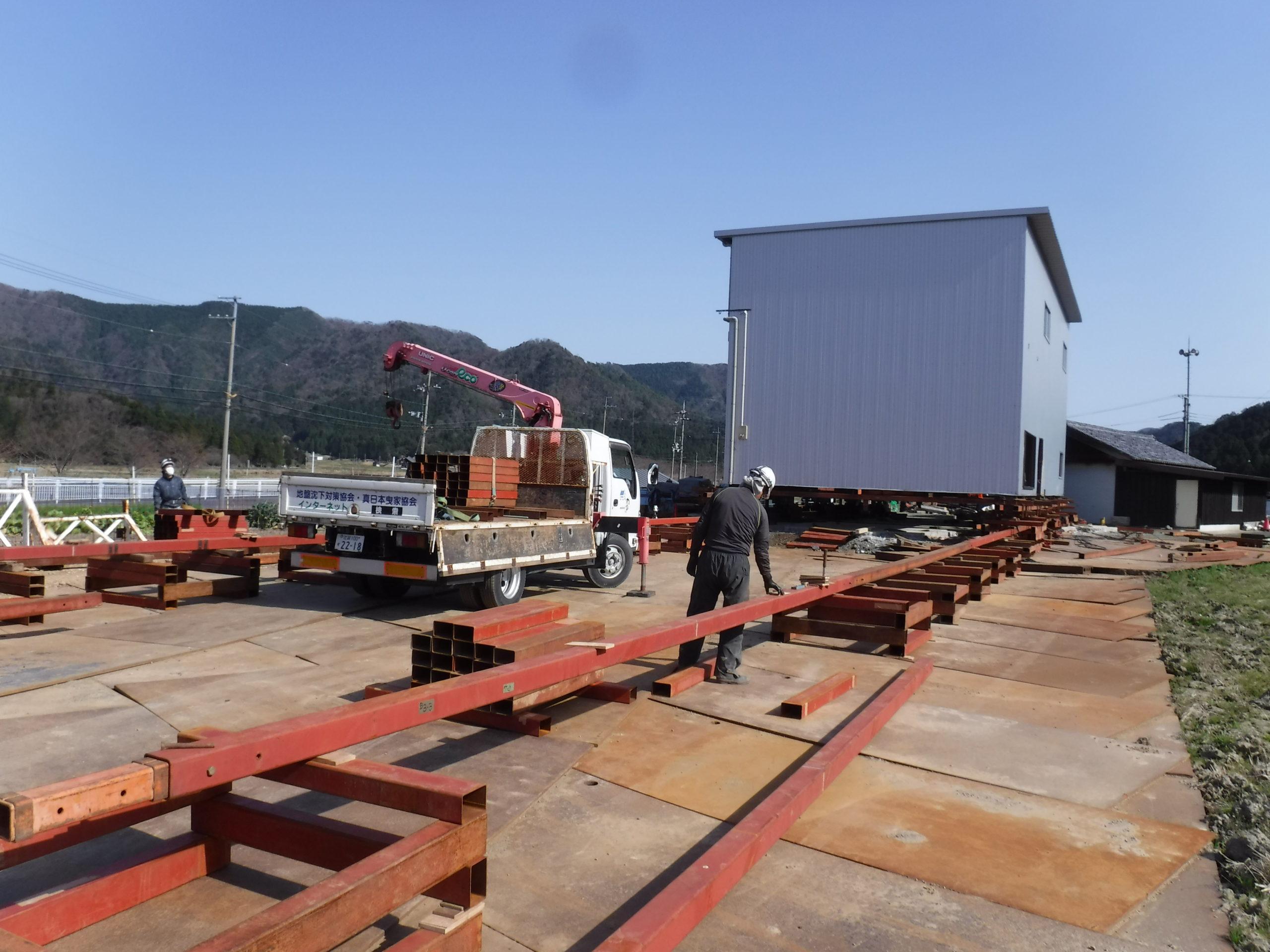 福井県の鉄骨倉庫の曳家工事